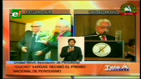 """Mario """"Cucho"""" Vargas recibió el Premio Nacional de Periodismo 2014"""