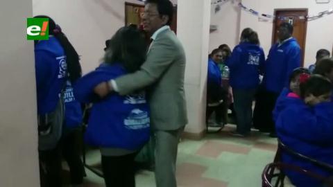 Vocal Paredes y director del Sereci bailaron en fiesta azul de cumpleaños