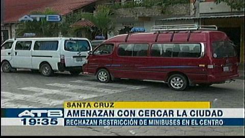 Trufis se resisten a obedecer norma que les impide entrar al centro de Santa Cruz