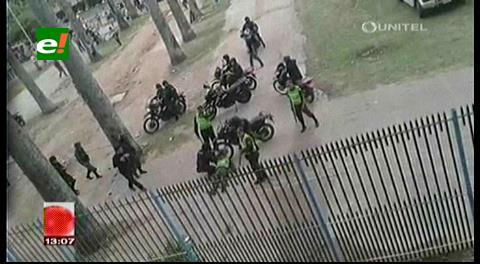 Policía se desmaya por una pedrada lanzada desde el Estadio en el clásico cruceño
