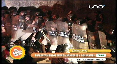 'Mañaneros' se enfrentan a gendarmes en la feria