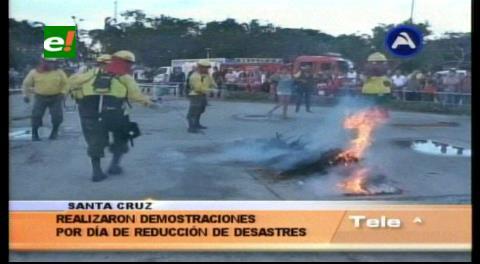 Gobernación cruceña organizó feria educativa para la Reducción de Desastres