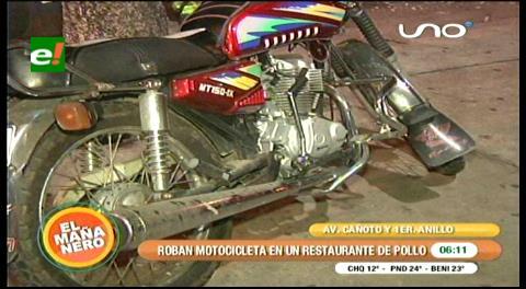 Le robaron la moto mientras comía en un local del centro