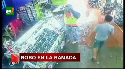 Delincuente robó costosos celulares de una tienda en La Ramada, fue filmado y lo detuvieron