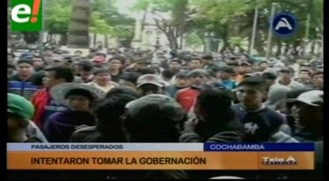 Transporte acata paro y bloquea algunas rutas, no hay clases en Cochabamba