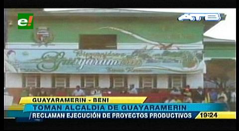 Comunarios toman la Alcaldía de Guayaramerín