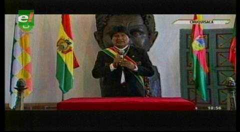 """Evo abandona actos en Sucre y retorna a La Paz por """"recargada agenda"""""""