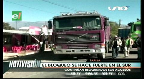 El transporte pesado bloquea Chuquisaca