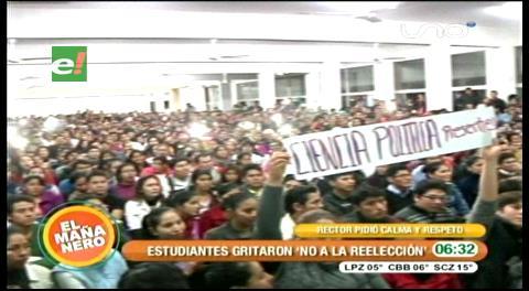 Universitarios gritaron frente a Mujica 'no a la reelección'