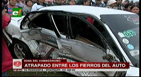 Jeep y automóvil chocan en la zona del Cambódromo, hay un herido