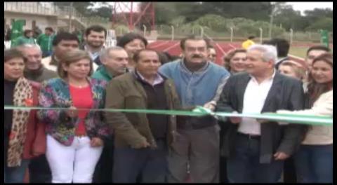 Rubén Costas estrena primer estadio de atletismo en Bolivia