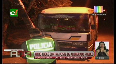 Micro chocó contra un poste de luz en la avenida Palma Verde