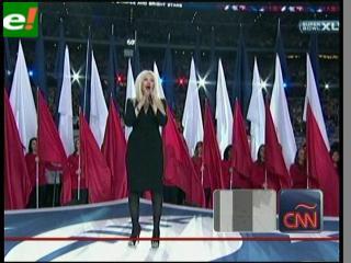 Cristina Aguilera se equivoca al cantar el himno de EE.UU. en la Superbowl