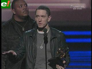 """""""Recovery"""" de Eminem arrasa en los Grammy"""