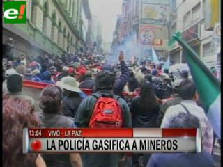 Policía gasifica a los marchistas de la COB
