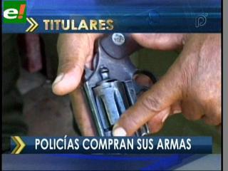 Policías compran sus armas