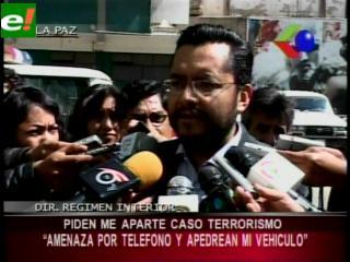 Apedrean vehículo del Director de Régimen Interior tras amenaza telefónica