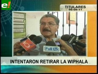 Cívicos intentaron retirar la Wiphala