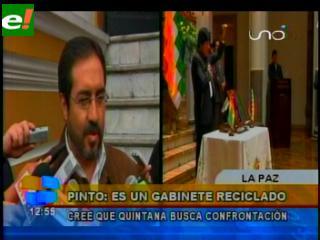 Oposición envía regalos de Alasita para nuevo gabinete: Paloma blanca para Quintana y gallina para Evo