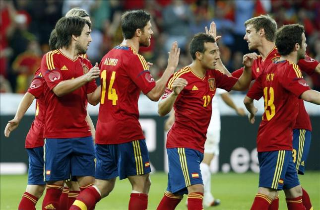 """La crisis económica """"mete un gol"""" al fútbol español"""
