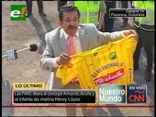 Las FARC libera al concejal Armando Acuña y al militar Henry López