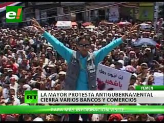 La mayor protesta antigubernamental en Yemen cierra bancos y comercios