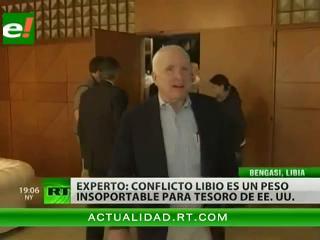 John McCain llega a Bengasi y pide más apoyo para los rebeldes libios