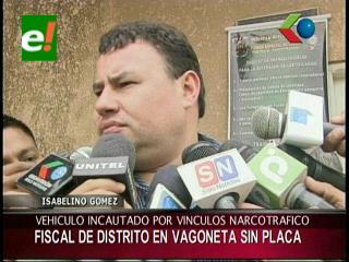 Fiscal del Distrito de Santa Cruz usa vagoneta sin placa