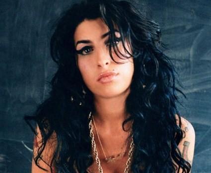 Amy Winehouse morirá si no deja el alcohol
