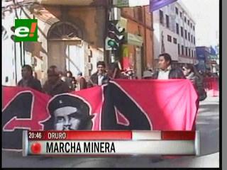 Mineros marcharon en Oruro, exigen al Gobierno respete las concesiones mineras