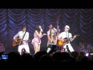 Rebecca Black aparece de sorpresa en el concierto de Katy Perry