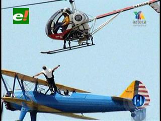 Acróbata muere al caer 60 metros desde una avioneta