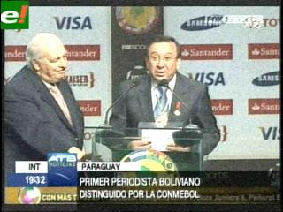 """Periodista deportivo Alfonso """"Toto"""" Arévalo fue condecorado por la Conmebol"""
