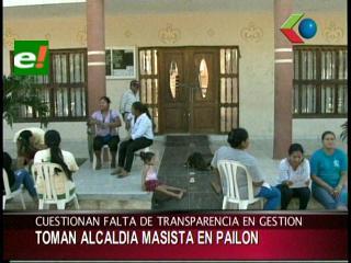 Vecinos toman la Alcaldía de Pailón cuestionan la falta de transparencia en la gestión