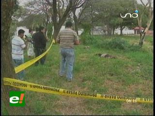Asesinan a una mujer y la echan cerca a un curichi