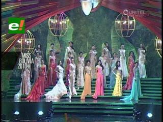 Candidatas a Miss Bolivia 2013 desfilan en traje de gala