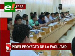 Titulares: Universitarios y el ICU firman acuerdos, pero el bloqueo en San Julián se mantiene