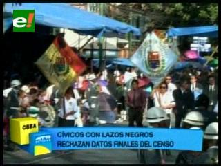 Cochabamba: Cívicos desfilaron con un crespón negro en su estandarte