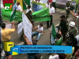 Desfile cívico: Policía reprimió a 'indignados'