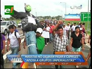 Masistas causan caos en Viru Viru por supuesta llegada de Capriles