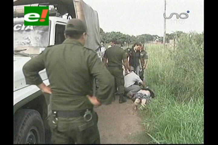 Policía encuentra el cadáver de una mujer en un canal de drenaje