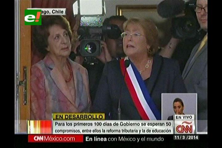Bachelet refuerza ideas centrales de su programa de gobierno en su discurso desde La Moneda