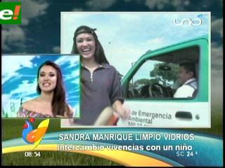 Sandra Manrique limpió vidrios