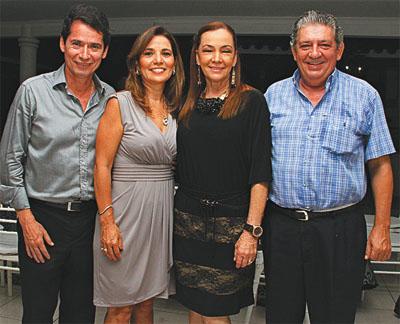 Las familias. Rony Gutiérrez y Patricia Roig acompañaron a su hijo, Juan Pablo, a pedir la mano de la exreina del carnaval a sus padres, Marlene Gutiérrez y Álvaro Antelo
