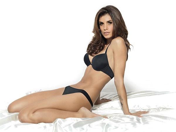 Elisabetta Canalis fue elegida para protagonizar una sesión muy hot