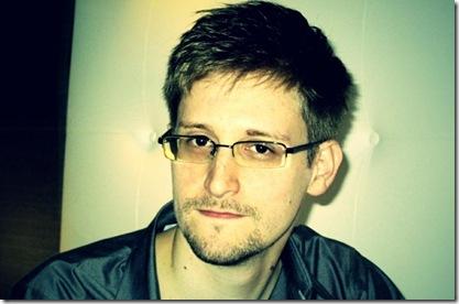 Edward-Snowden-pose-800x526