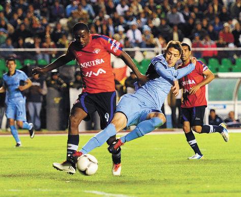 Apretado. Bolívar mantuvo la punta del torneo Apertura con dos victorias seguidas:primero sobre The Strongest y el último miércoles ante Wilstermann (foto), ambas en el Siles.