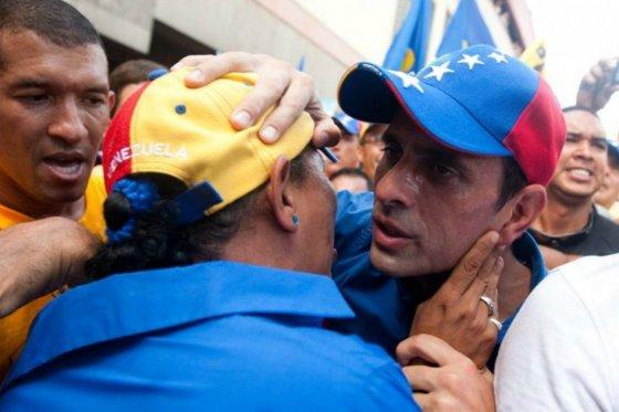 Capriles acusa a Maduro de convertir a Venezuela en país del mercado negro