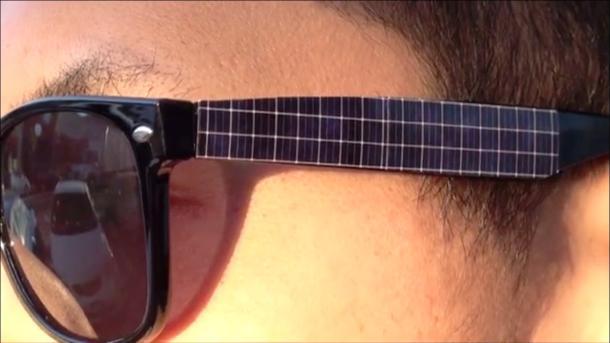 Estas Ray-Ban cargarán tu móvil con energía solar