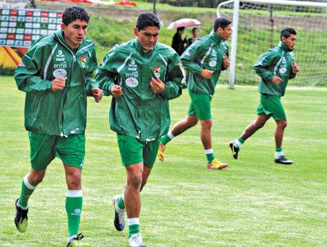 Selección. Rony Jiménez y Edward Zenteno, en una práctica anterior de la Verde en La Paz.